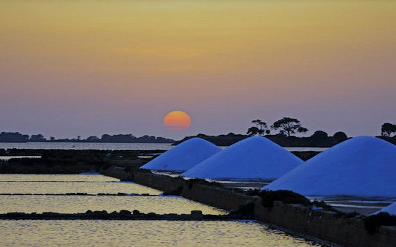 Riserva-Naturale-Saline-di-Trapani-e-Paceco-al-tramonto